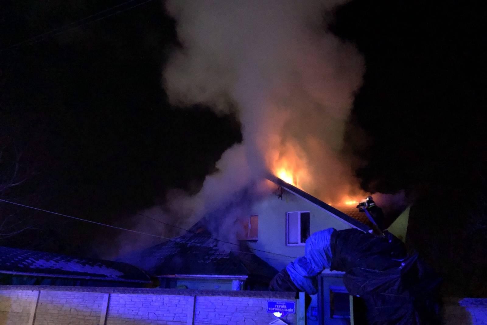 Крупный пожар в Чугуеве: горел частный дом и гараж