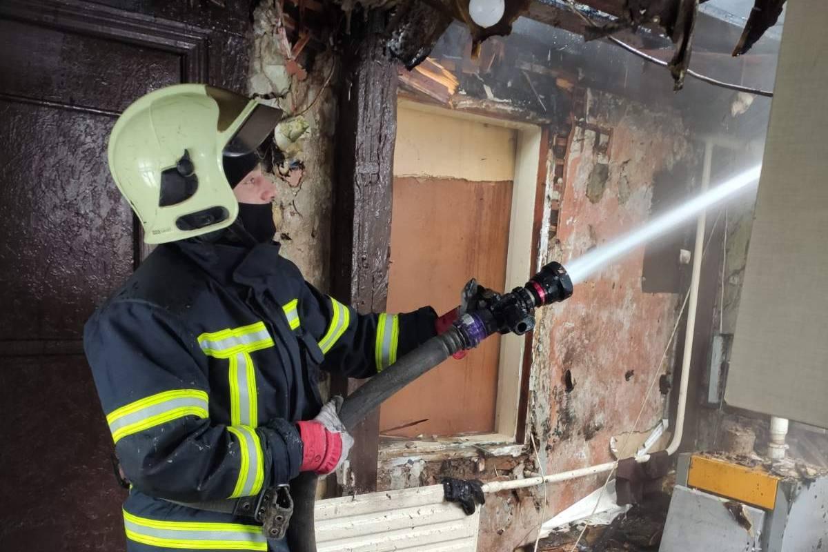 На Карачевском шоссе произошел пожар в частном доме на трех хозяев