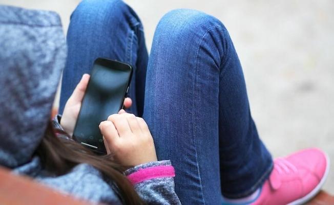 """""""Опасные игры в интернете"""": детский омбудсмен бьет тревогу из-за смерти семиклассницы"""