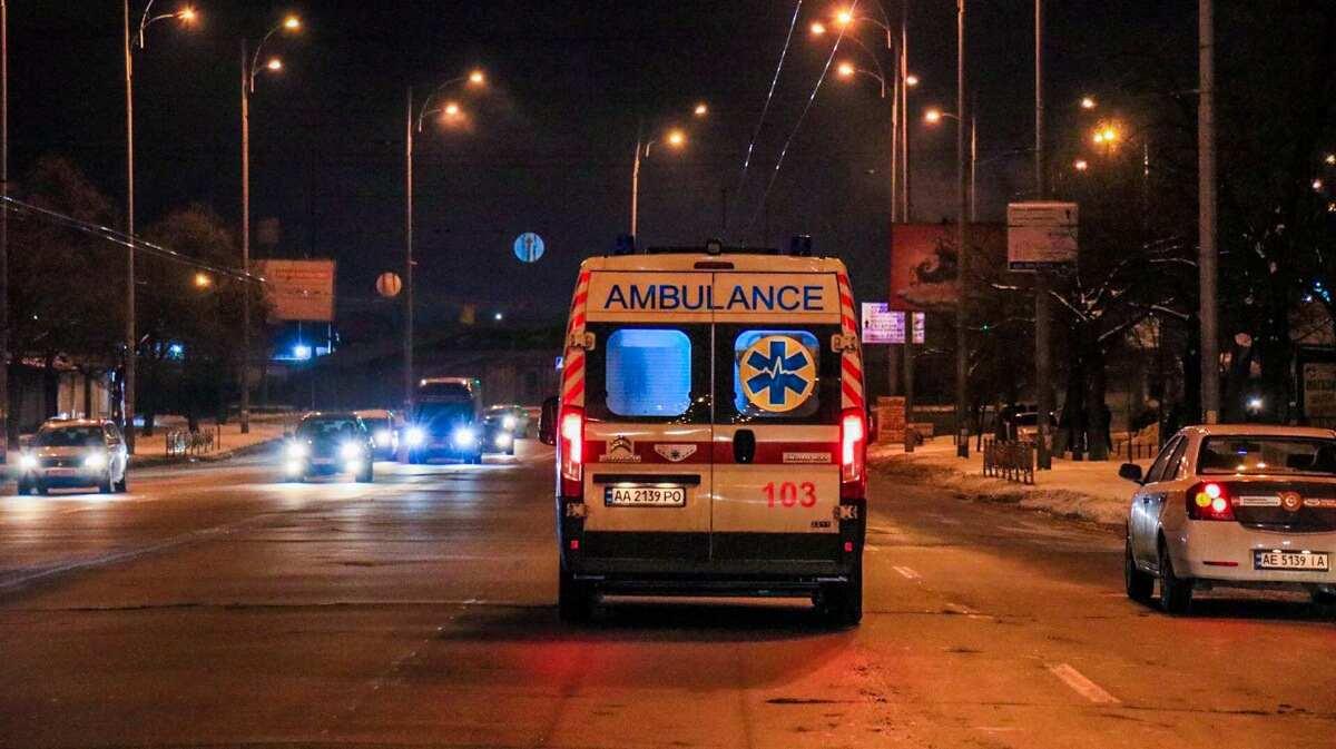 В Киеве с 15 этажа выпал подросток: мальчик умер