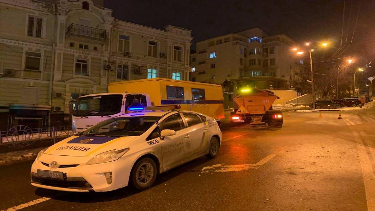 В центре Киева произошла масштабная авария из-за прорыва водопровода: кадры с места