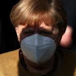 """Меркель потребовала """"очень срочно"""" освободить Навального"""