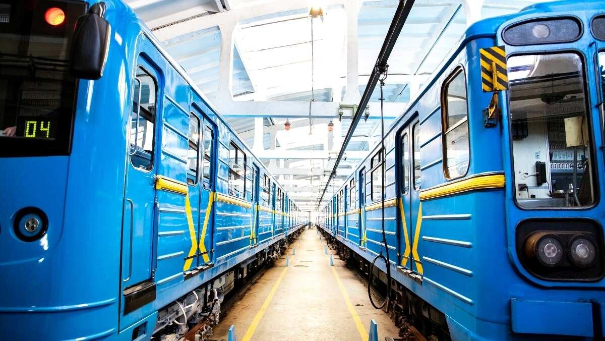 В Киеве на синей ветке метро будет ездить новый модернизированный поезд: как он выглядит