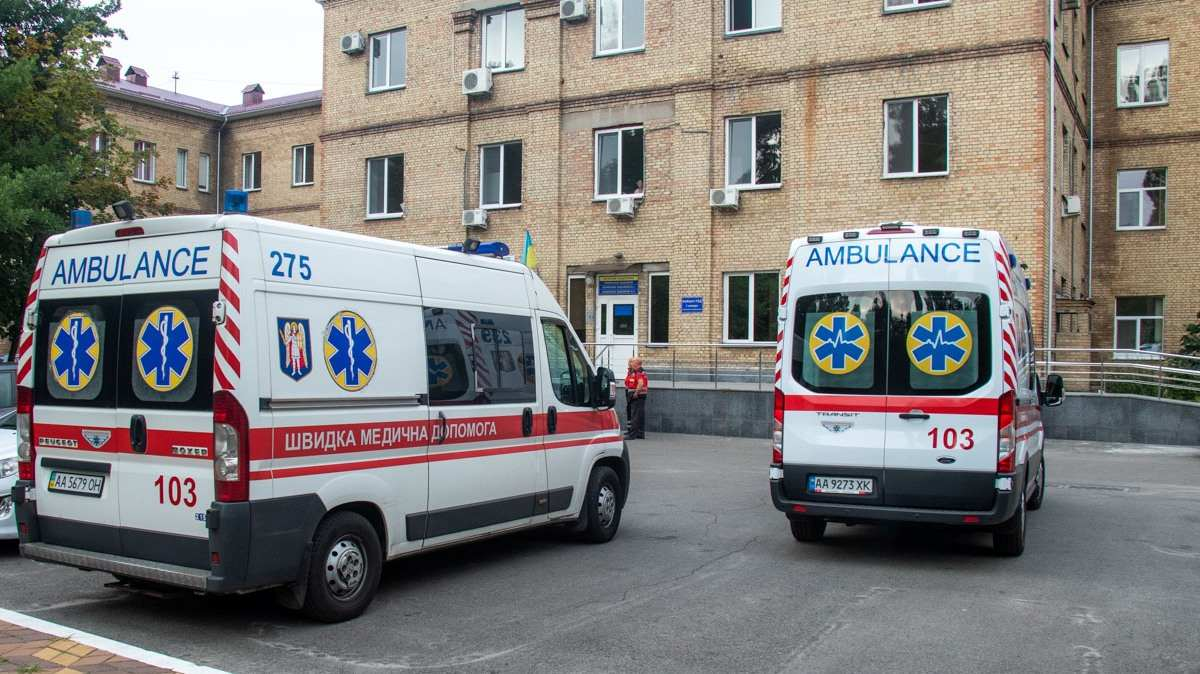 В Киевской области мужчина пришел к бывшей и напал с ножом на ее нового любовника
