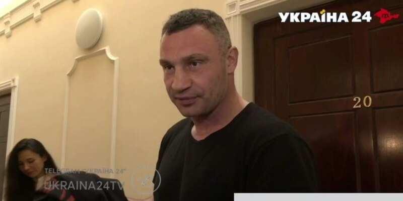 Ложная тревога? Появилось видео, как Кличко общается с правоохранителями в своем доме