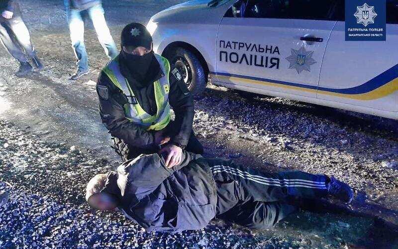 У Мукачеві 63-річний чоловік стріляв у 38-річного чоловіка
