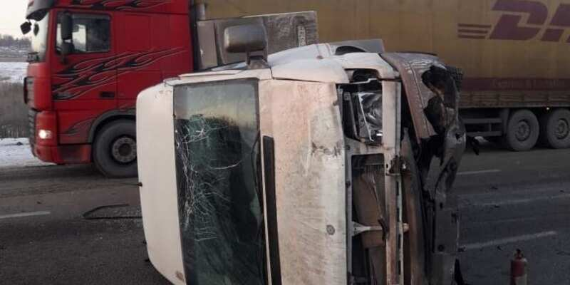 Под Харьковом битком набитый автобус попал в ДТП: много пострадавших (фото)