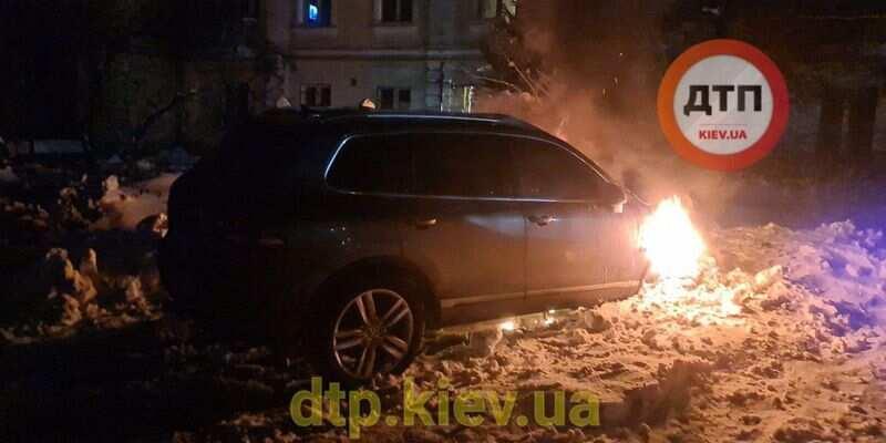 """""""За что?"""": в Киеве подожгли авто известного журналиста (фото)"""