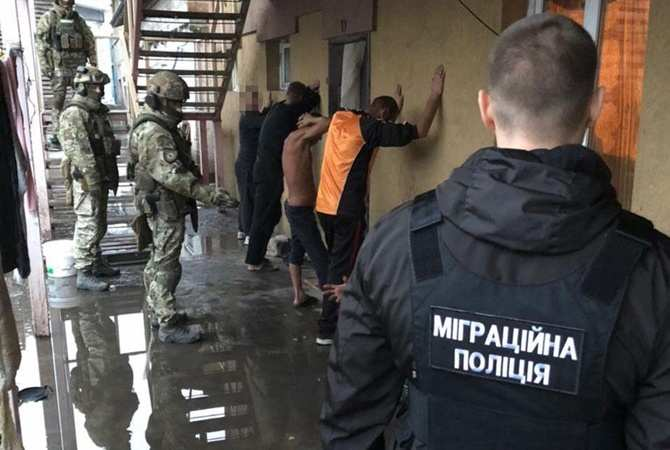 На Днепропетровщине полицейские освободили из рабства еще 60 человек [видео]