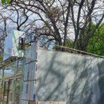 Возле Херсонского аграрного университета все деревья оказались внутри строящихся МАФов