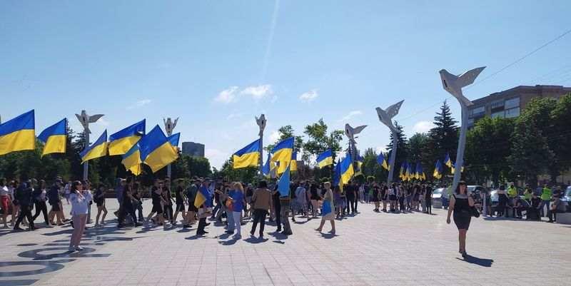 Мариуполь отмечает годовщину освобождения от российских боевиков: яркие фото и видео