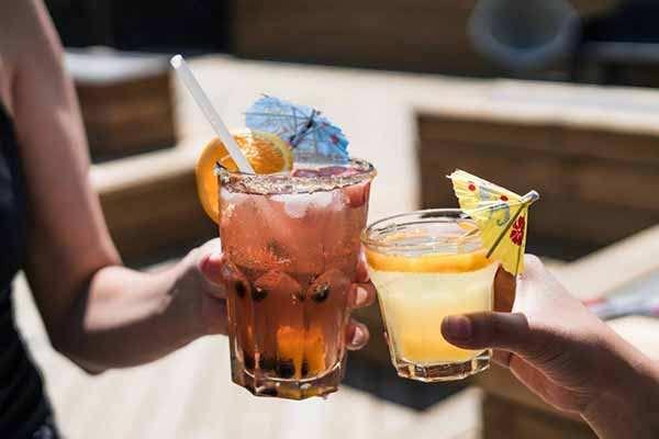 Подростковое пьянство процветает на херсонских пляжах