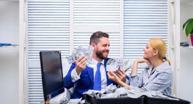 Мошенники списывают деньги со счетов и строят финансовые пирамиды: Как они это делают