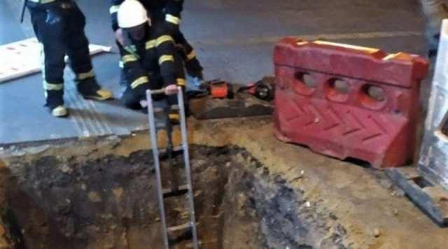 В Херсоне пенсионер упал в разрытую траншею теплотрассы