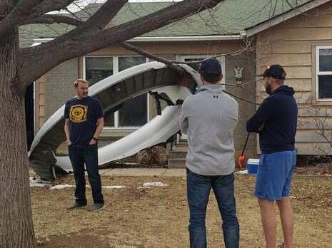 В США обломки самолета упали на жилой дом