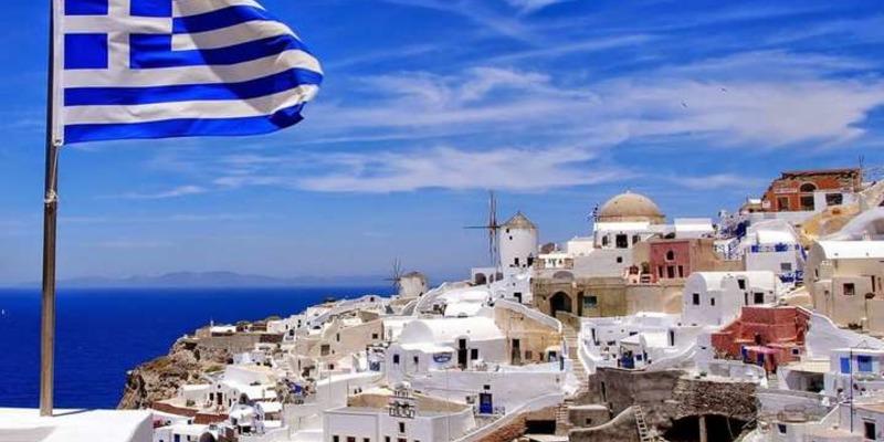 Греция открыла границы для туристов, но украинцам не нужно спешить с покупкой туров