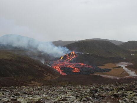 В Исландии продают участок, на котором в марте проснулся вулкан