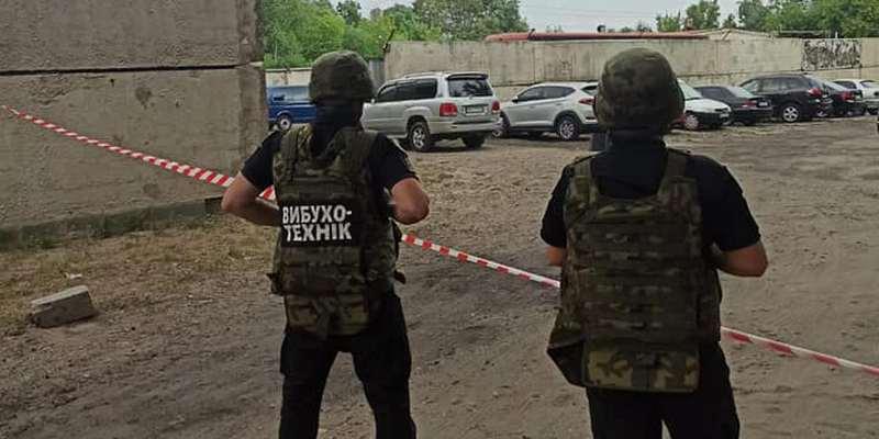 Покушение на сотрудника СБУ? На Луганщине под машиной правоохранителя нашли предмет, похожий на взрывчатку