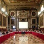 """""""Венецианка"""" запросила текст закона об олигархах"""