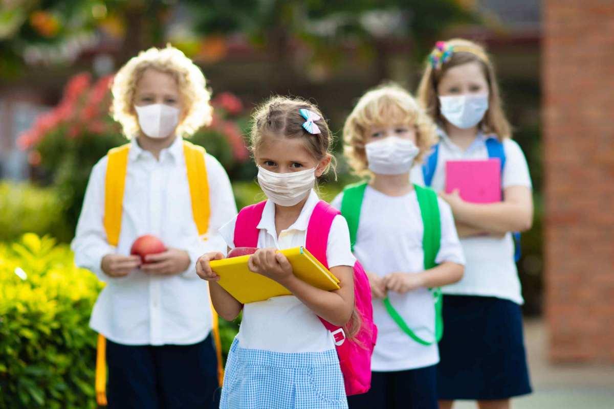 1 маска на 3 часа и никакого шведского стола: в МОЗе решили, как должны работать школы в карантин
