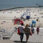 Поток туристов в Одессу за год упал на треть
