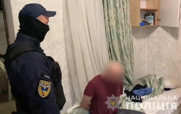Одессит в магазине ударил ножом двух человек
