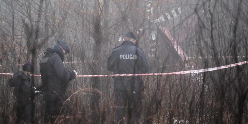 В Польше разбился вертолет, погибли люди: фото и видео с места крушения