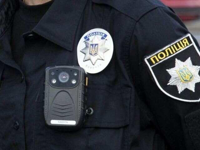 На Сумщині поліцейські викрили чоловіка, який обікрав самотню жінку