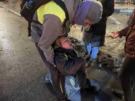 """""""За него целый день просили"""". Избитая на митинге россиянка рассказала, как ее уговаривали простить силовика"""