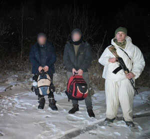 На Ужгородщині прикордонники затримали двох молдаван, які мали намір незаконо дістатися ЄС