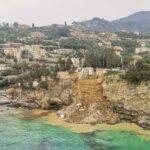 В Италии из-за оползня сотни гробов смыло в море