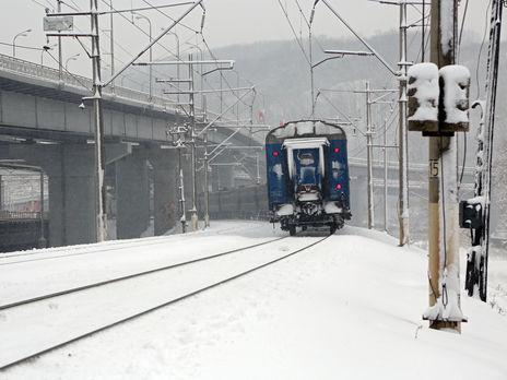 """""""Укрзалізниця"""" сообщила о задержке двух поездов из-за снегопада"""