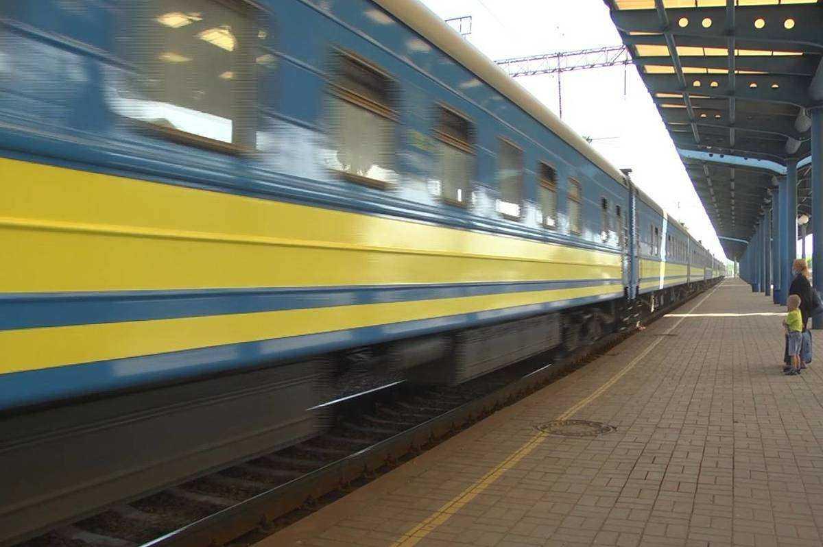 Пакуйте валізи, купуйте квитки, мандрівка чекає: через Вінницю відновлюють 4 залізничні маршрути