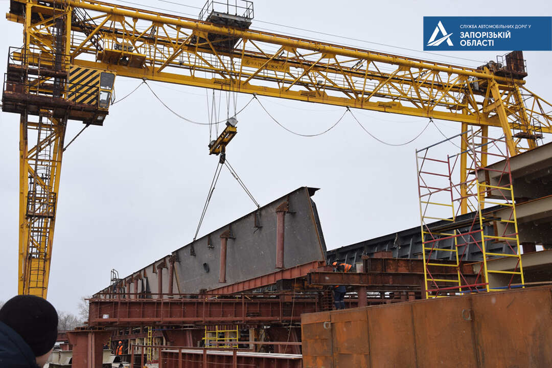 Запорожцам показали, что происходит на строительстве моста в районе Кривой Бухты (ФОТО)
