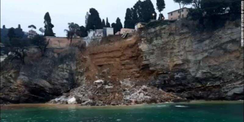 Оползень обрушил кладбище в Италии, сотни гробов упали в море (фото и видео)