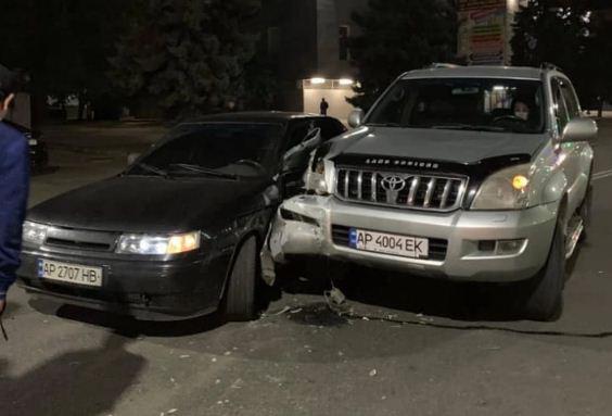 Полицейский в «Land Cruiser» попал в ДТП в Мелитополе: его отстранили от работы (ВИДЕО)