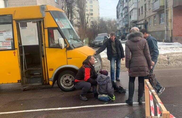 В Житомире маршрутка сбила школьника, переходившего дорогу в неположенном месте