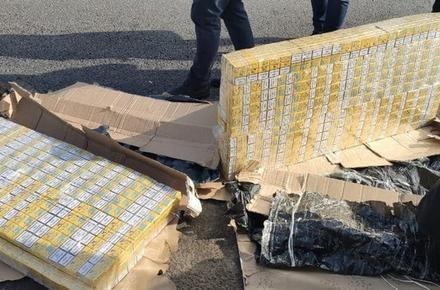 На трасі Бердичів - Житомир зупинили автомобіль з контрабандними цигарками, які за документами виявились меблями