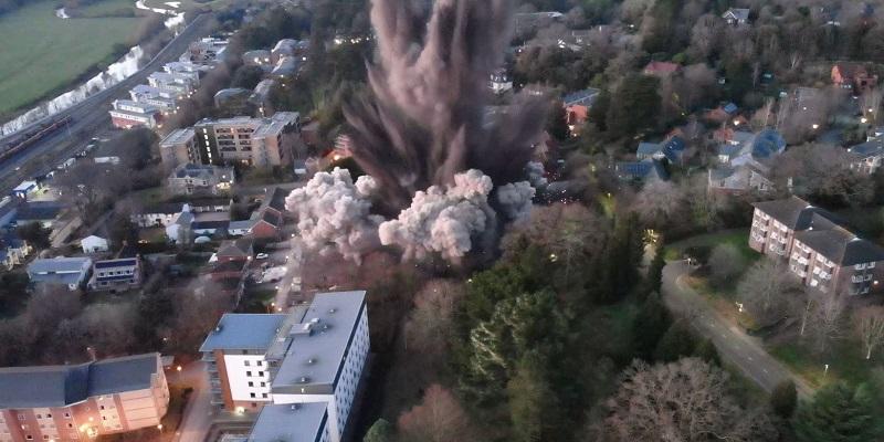 В Англии уничтожили 1000-килограммовую бомбу времен Второй мировой - видео подрыва