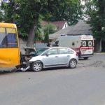Под Киевом маршрутка попала в ДТП: есть пострадавшие (фото)