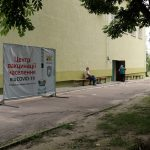 Як у Житомирі працює центр вакцинації від COVID-19, який відкрили на базі школи