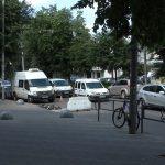 Нарешті погода дозволила підряднику розрити у Житомирі новий асфальт на Київській: для виправлення недоліків капітального ремонту