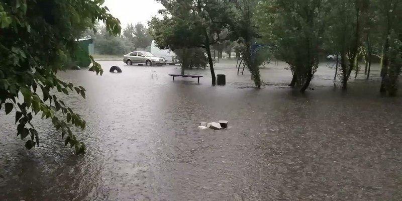 """""""Людей было много, но никто не знал, что делать"""", – очевидица о трагедии с погибшими от удара тока в Бердянске (видео)"""