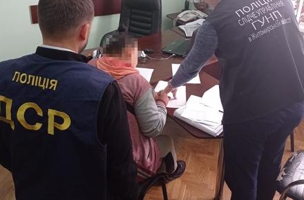 Жителька Житомирської області захотіла помститись чоловіку, який не продав їй автомобіль: найняла засудженого «авторитета», щоб вимагав гроші