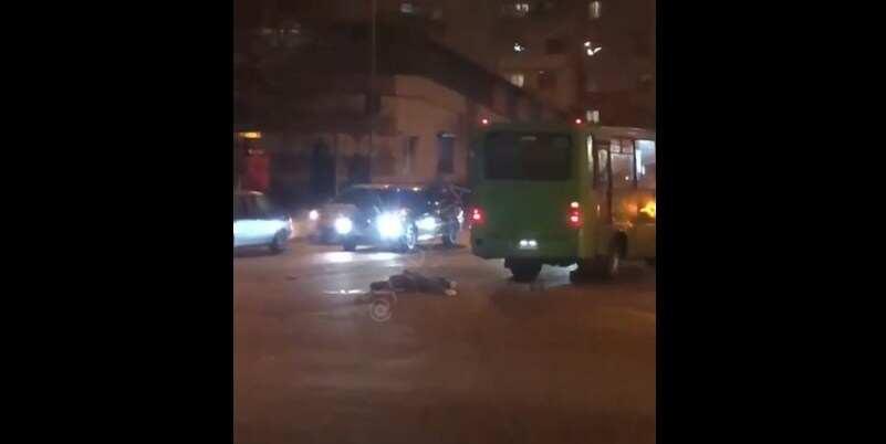 В Одессе мужчину переехали авто и маршрутка: шансов выжить не было