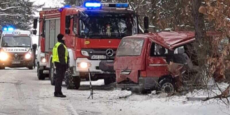 В Польше автобус с украинцами влетел в дерево: известно о пяти пострадавших (фото)