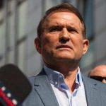 Украинцы со всей страны приехали под апелляционный суд, чтобы поддержать Медведчука