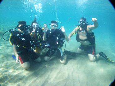kids divers undersea