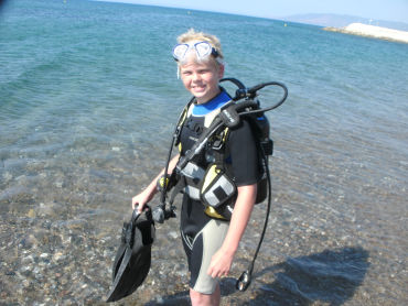 kid diver ready for a training dive