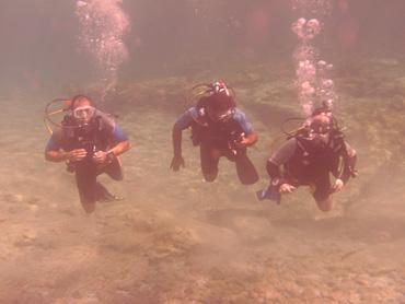 Pomos undersea divers